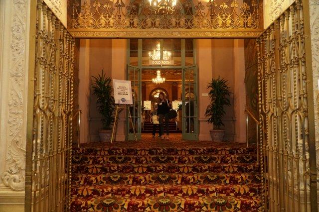 Nice_Gold_Room_Entrance_Photo